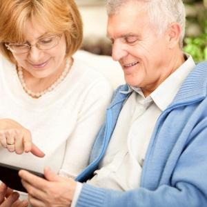 senior-couple-using-tablet